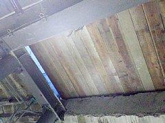 ホーム側から見た天井