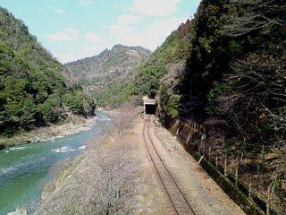 駅から嵐山方向を望む